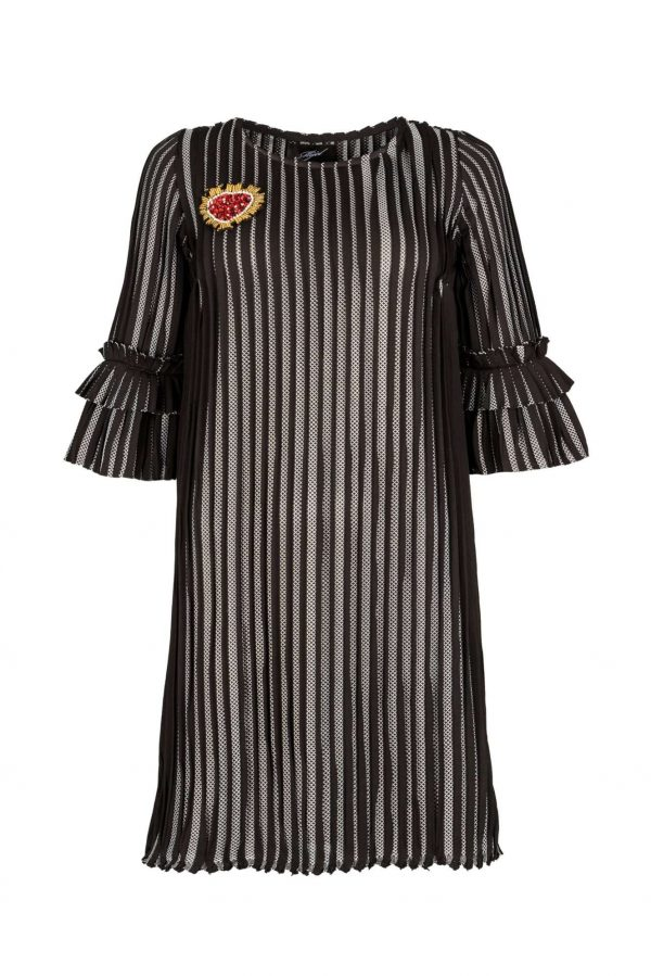 roklq-pleats-and-red-heart-mijel-black-dress